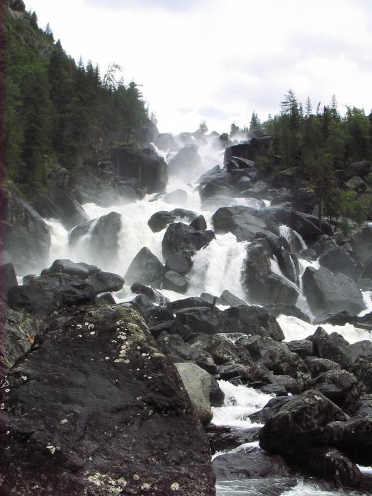 Алтай, водопад Учар, август (в мае сплошной поток). Формально открыт только в 1970 гг. По словам местных выше по течению реки (Чульча) есть водопад на порядок круче...