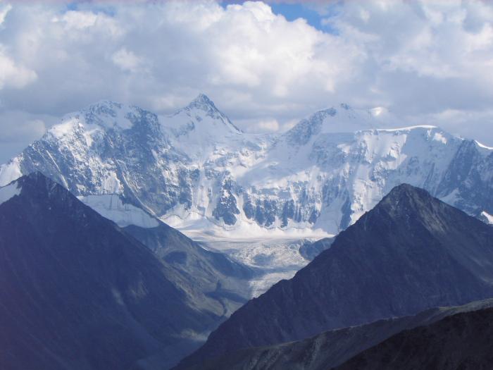 Алтай, Белуха. Видны все 4 пика, самый высокий (4605 м) - второй слева.