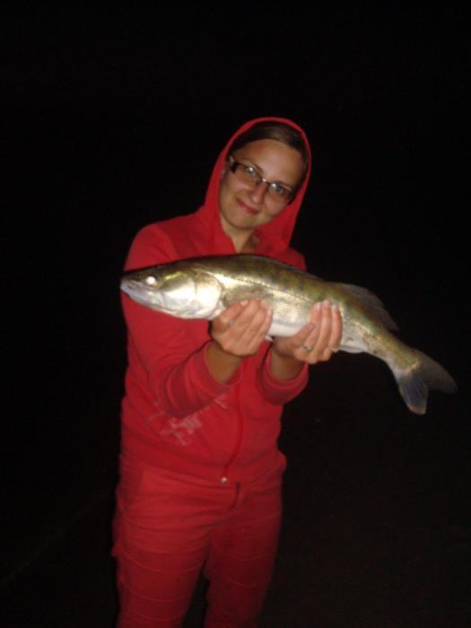 жена учиться ловить в ночь пока я спал)))))(нижн.ельцовка)
