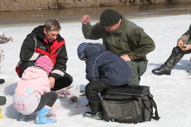 Наши дети на рыбалке