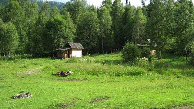 Домик в горах Алтая