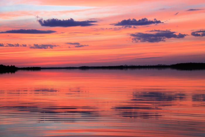 Закат на таежном озере
