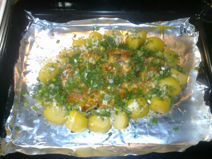 Запеченый судак под овощами с отварным картофелем.....