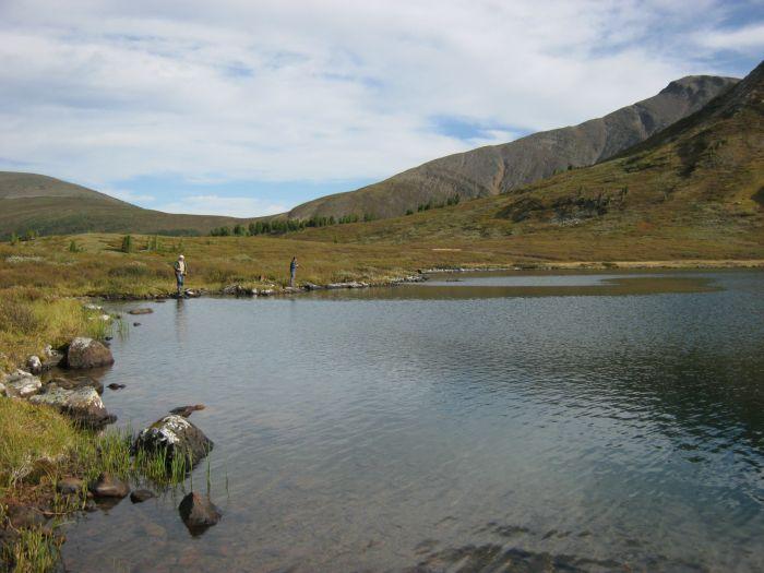Горное озеро на высоте 2000м