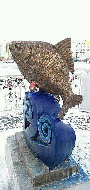 памятник карасю