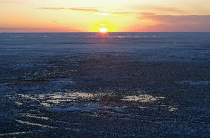 Последний лед и утреннее солнце на Чанах.