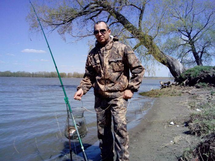 Весна всегда радует рыбака уловом.