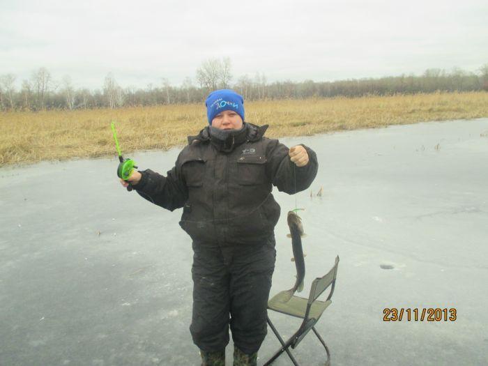 Первая нынешняя щучка со льда.