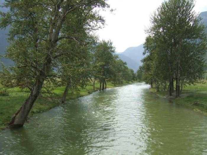 Один из притоков Чулышмана. Большая вода.