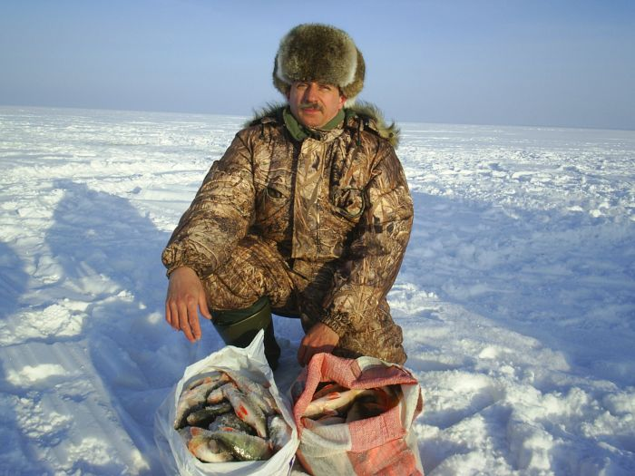 Ну очень умелый рыбак.