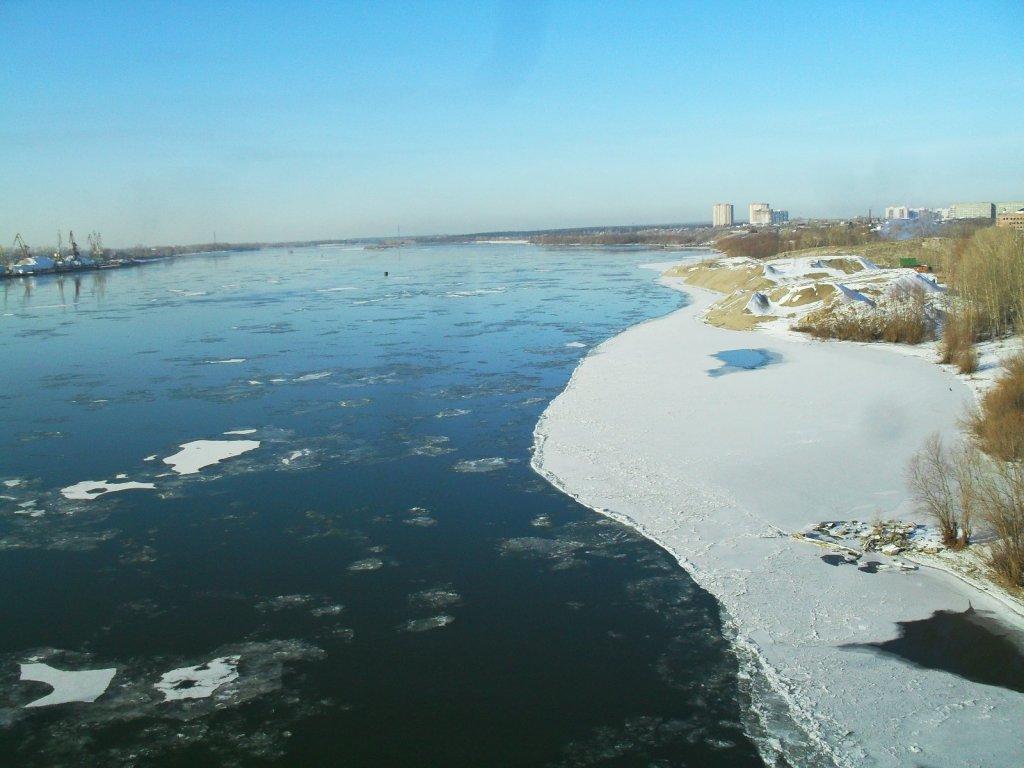 Обь, вид с Димитровского моста 10 ноября 2014года. Лёд встаёт.