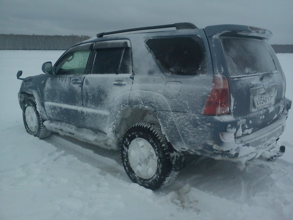 Ледяной колобок или под машину лучше не смотреть))