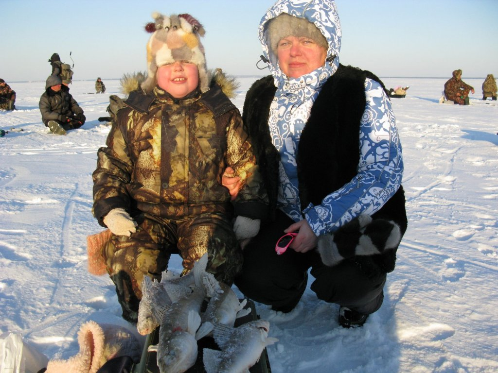 У меня жена даже на рыбалке хороша!