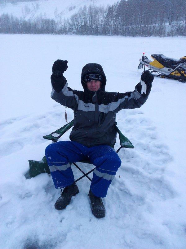 Первая зимняя рыбалка,первый улов