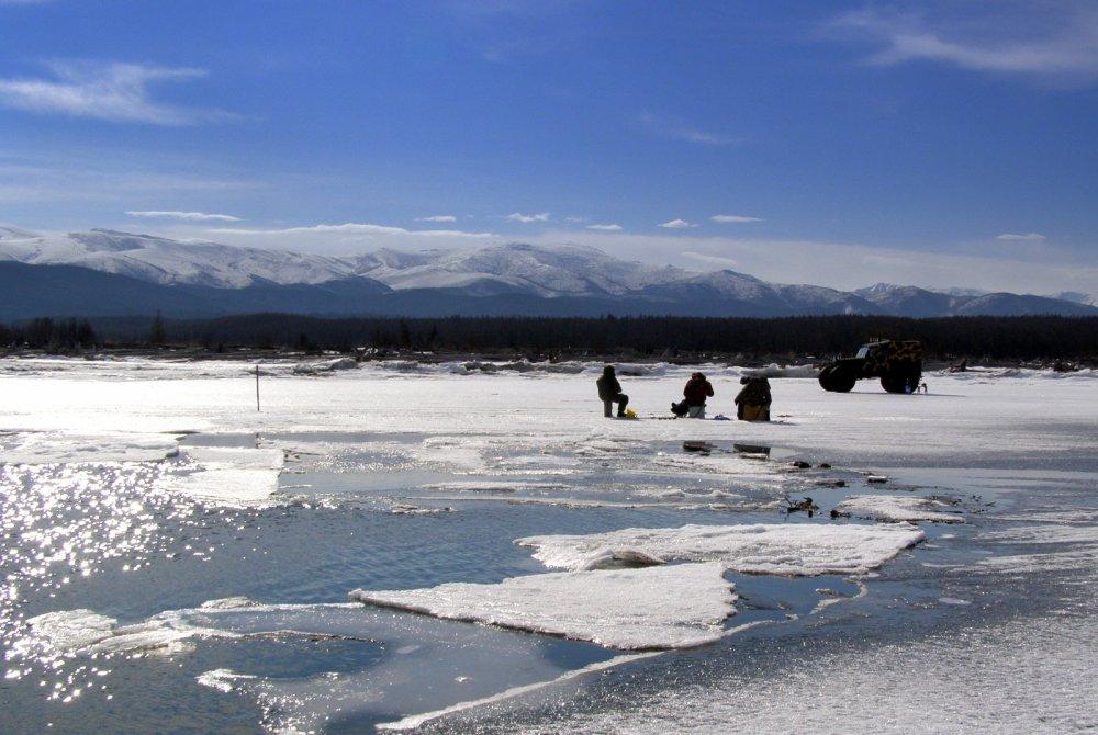 Байкал, по последнему льду