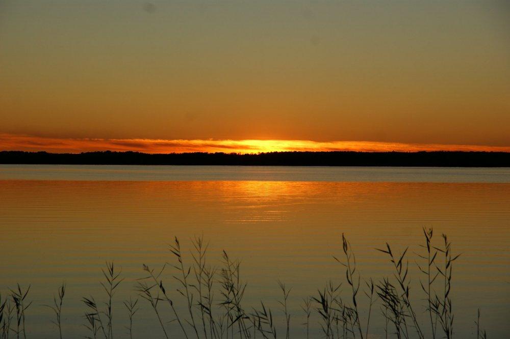 Закат на таёжном озере