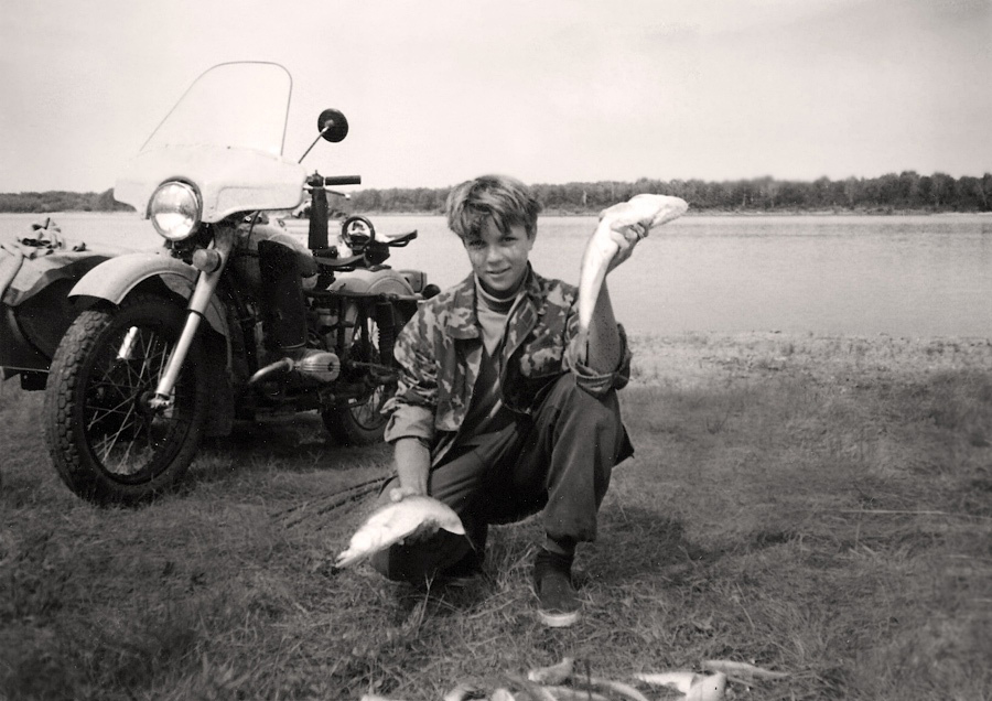 Листая старый альбом. С сыном на рыбалке ( р.Обь 1995г.)