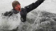 Рыбаки уплывают на огромной льдине