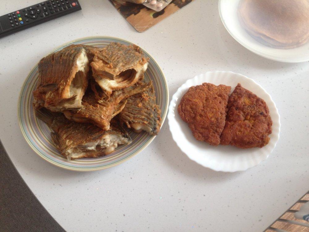 Три карасика по 600грамм)вкусно, но костлявые)