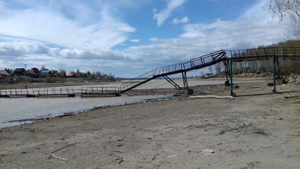 Мост через речку Гуменка... Щук пока не видно..:) 7 мая 2017 г.