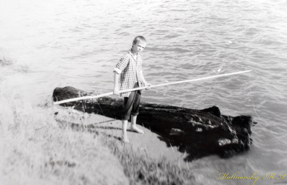 А это я, ловлю мальков для судаков....База СибВО Шарап. Июнь 1985 г