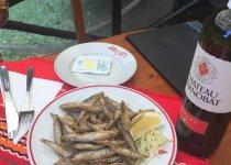 Здесь таких  рыб не отпускают:))(блюдо Хамсия,Варна)