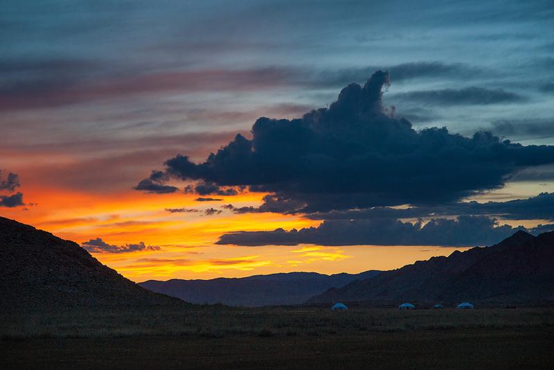 Закат в Монголии, провинция Баян-Ульгий