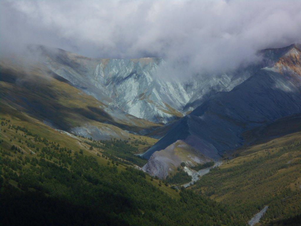 Долина реки Ярлу с перевала Кара-Тюрек