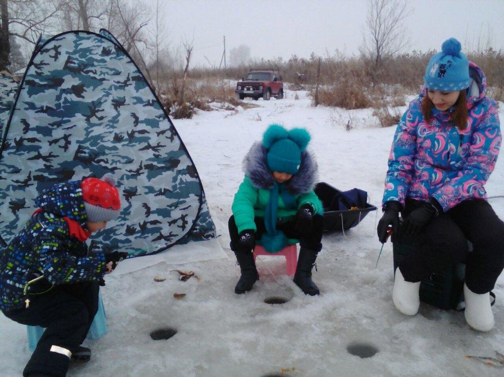 Вчера с семьей выбрались на рыбалочку.