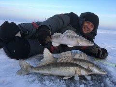 Поисковая зимняя рыбалка на автомобиле. За крупным судаком…