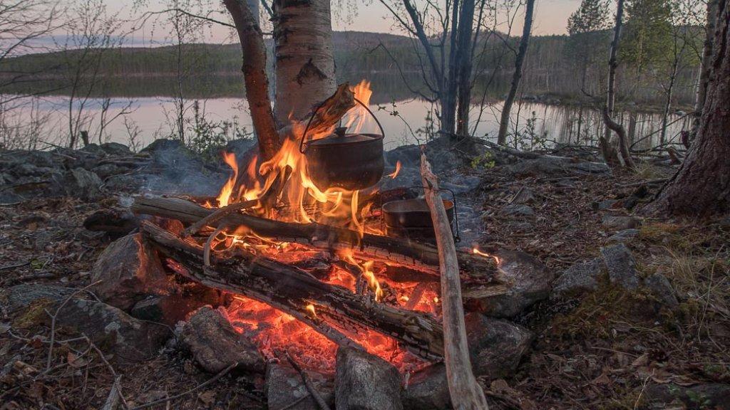 Рыбалка с ночёвкой. Ловим с лодки. Кольский, Мурманская область.