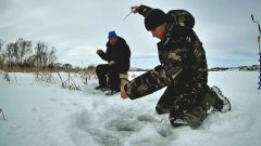 На этом пруду КЛЮЁТ ВСЕГДА! Зимняя рыбалка на мормышку, подводная съёмка. (LiveFishing)