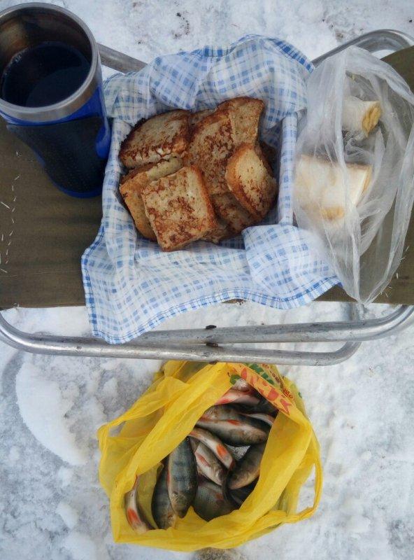 Бердские гренки с салом, в предвкушении окушков