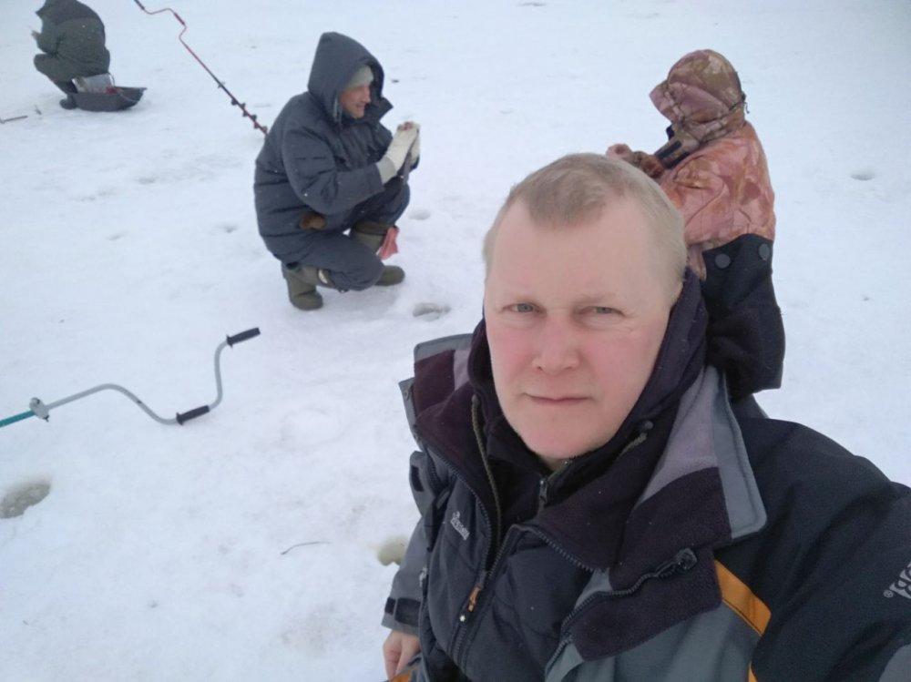 Волга друзья на рыбалке.