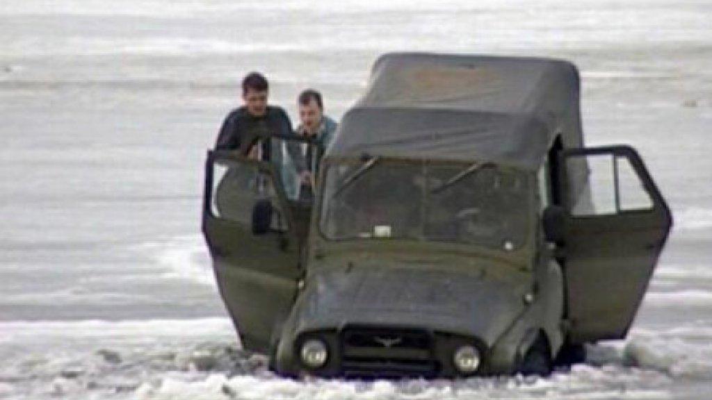 Выезд и выход на лёд опасен для жизни.