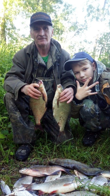 На рыбалке, с внуком.