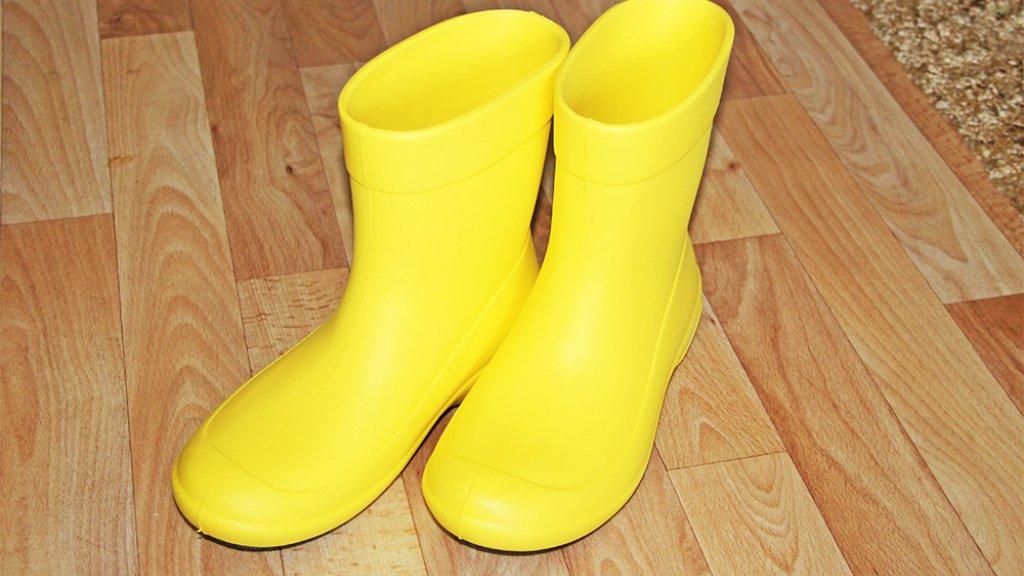 Ах эти желтые ботинки... Во что обуться девушке на рыбалку?