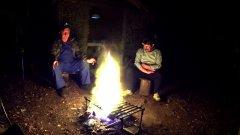 Жизнь в лесу / хариус на углях / быт в таежной избе / часть 2 / наедине с тайгой
