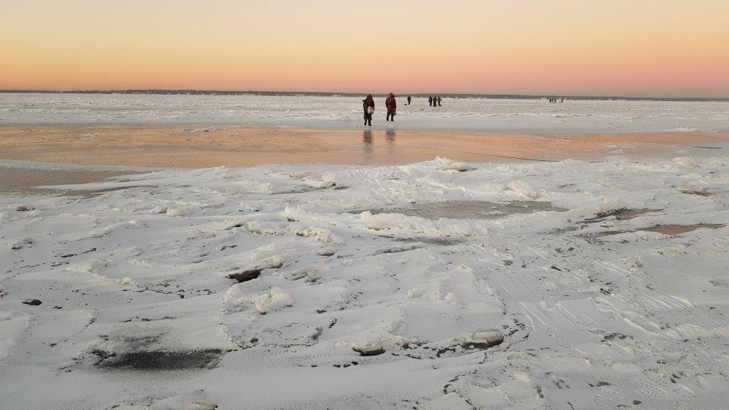 Душевный первый лёд