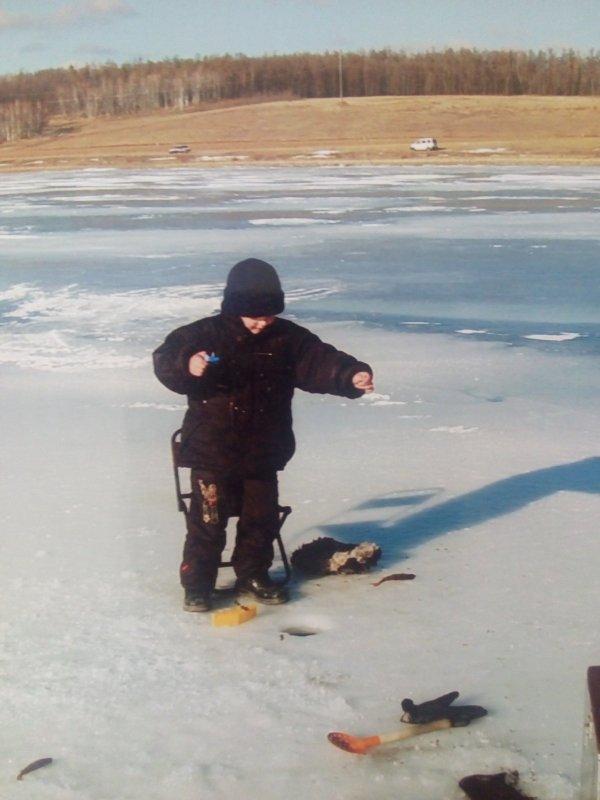 Первая рыбалка сына!