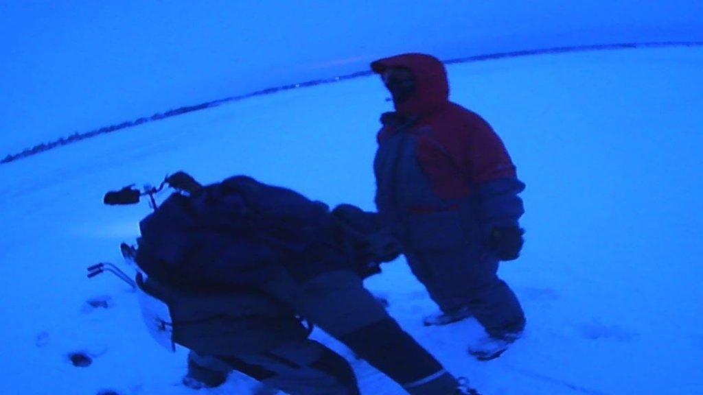 Осенний лед коварен…