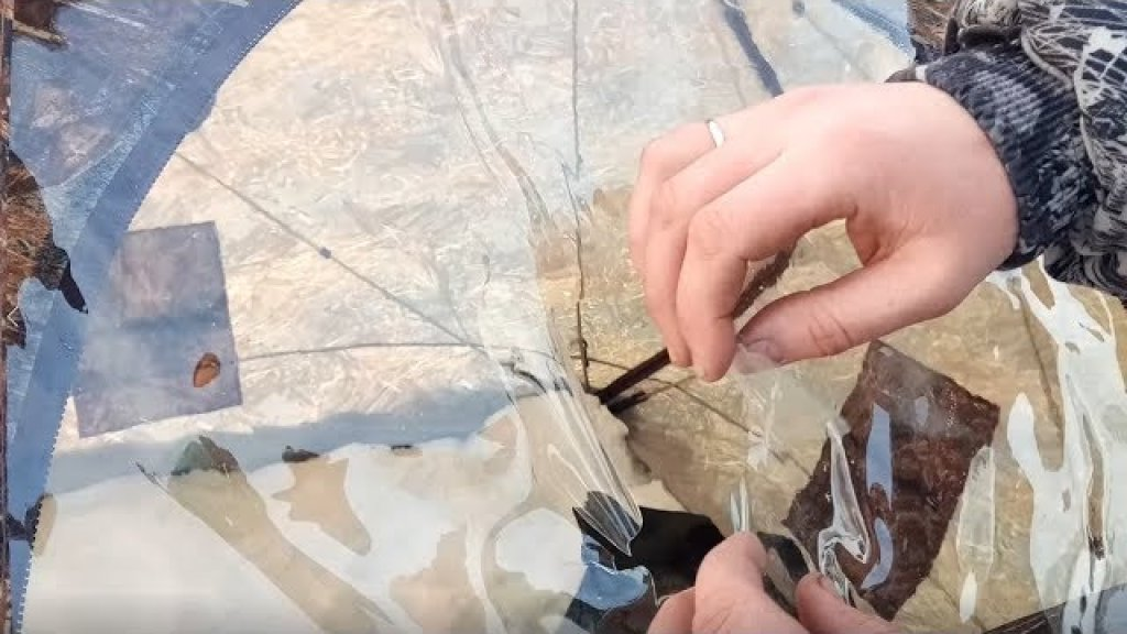 """ПРЕДУПРЕЖДЕНИЕ. В мороз лопнули окна на палатке Куб 2.20 """"Берег"""""""