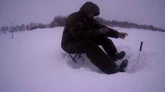 зимняя рыбалка на оке)))27. 01. 2019)))сильный ветер со снегом((( эксперемент с новой снастью