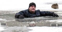 Что делать если провалился под лед. Подробная видео инструкция