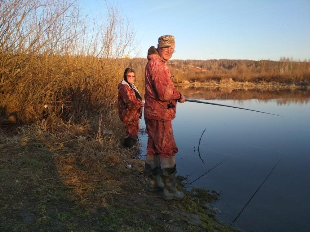 Группа Рыболовное братство на ловли уклейки.