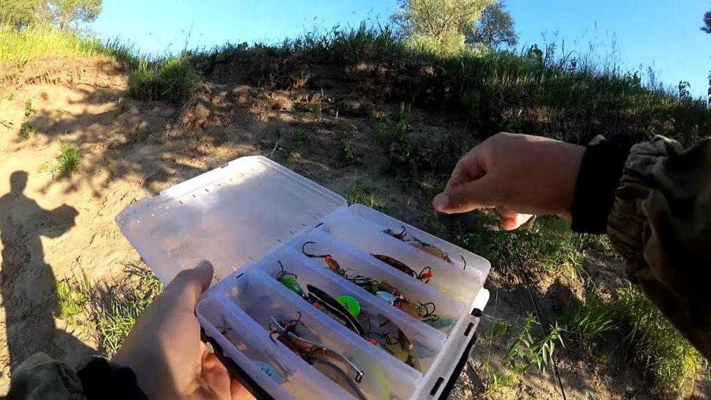 Щука на отводной, рыбалка на спиннинг летом