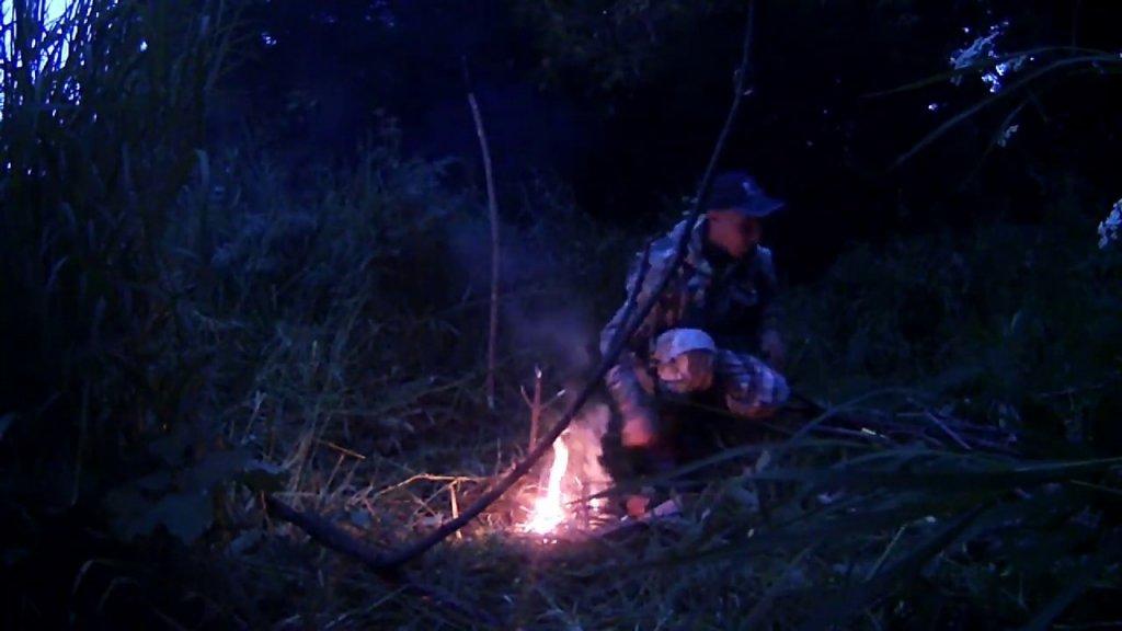 Рыбалка с ночёвкой на маленькой речке!!!