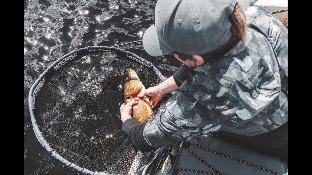 Свозил друга на рыбалку мечты. Золотая незацепляцка принесла ему новый рекорд.