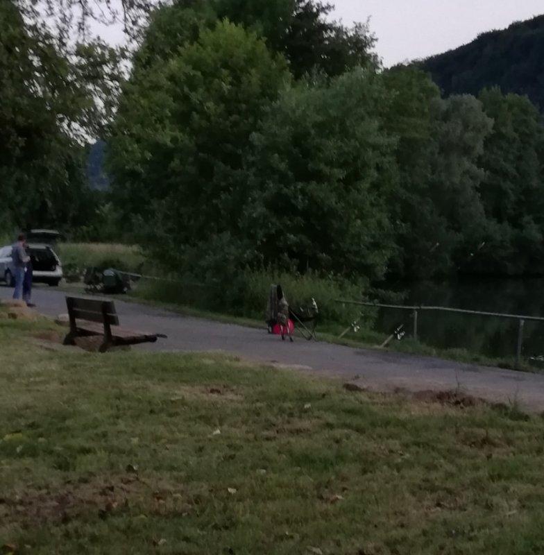 Вечерняя рыбалка в черте города.