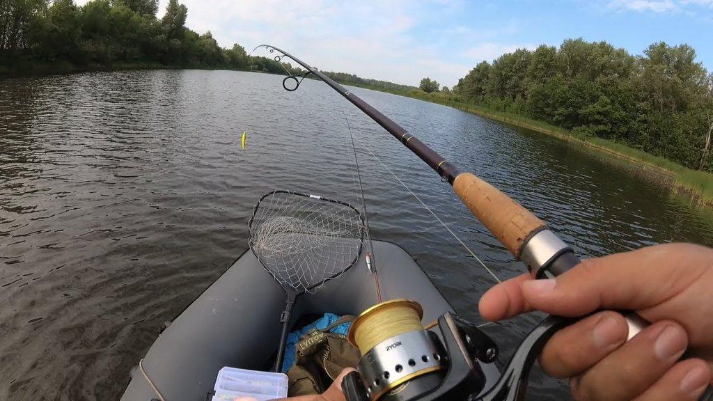 Рыбалка на щуку с лодки, ловим на спиннинг